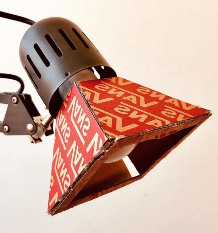 Lampe en carton Vans
